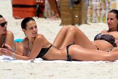 Jordana-Brewster-HOT-in-a-bikini-04