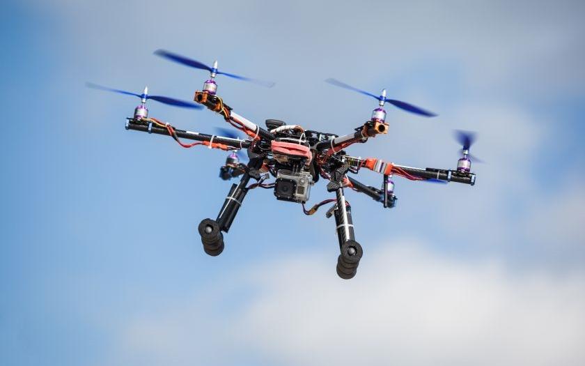 20150718100357_drony