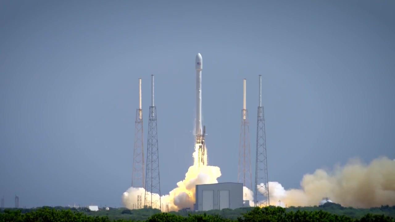 Falcon 9 Rocket thumbnail 4