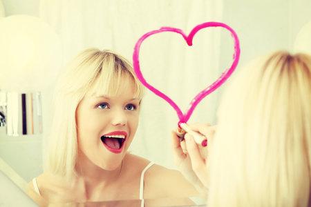 2310520_zena-zrcadlo-vzkaz-srdce